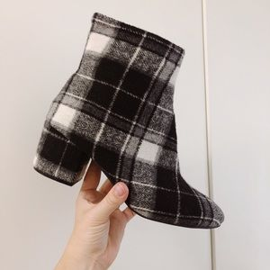 Shoes - Adorable Plaid Booties